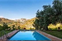 zwembad bij het hotel bij Granada